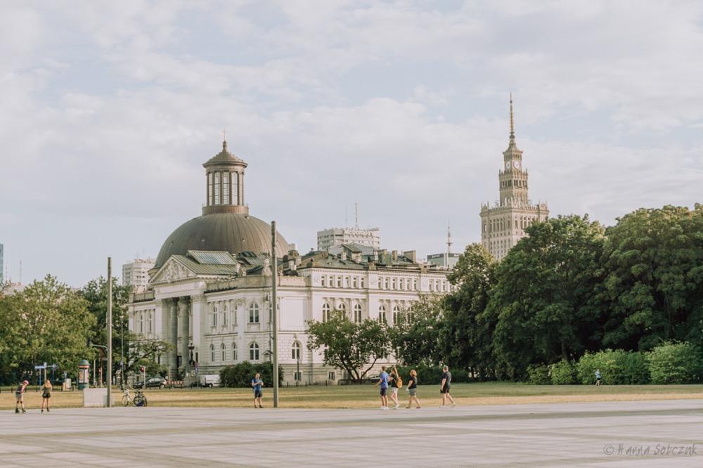 widok z Placu Piłsudskiego na Pałac Kultury