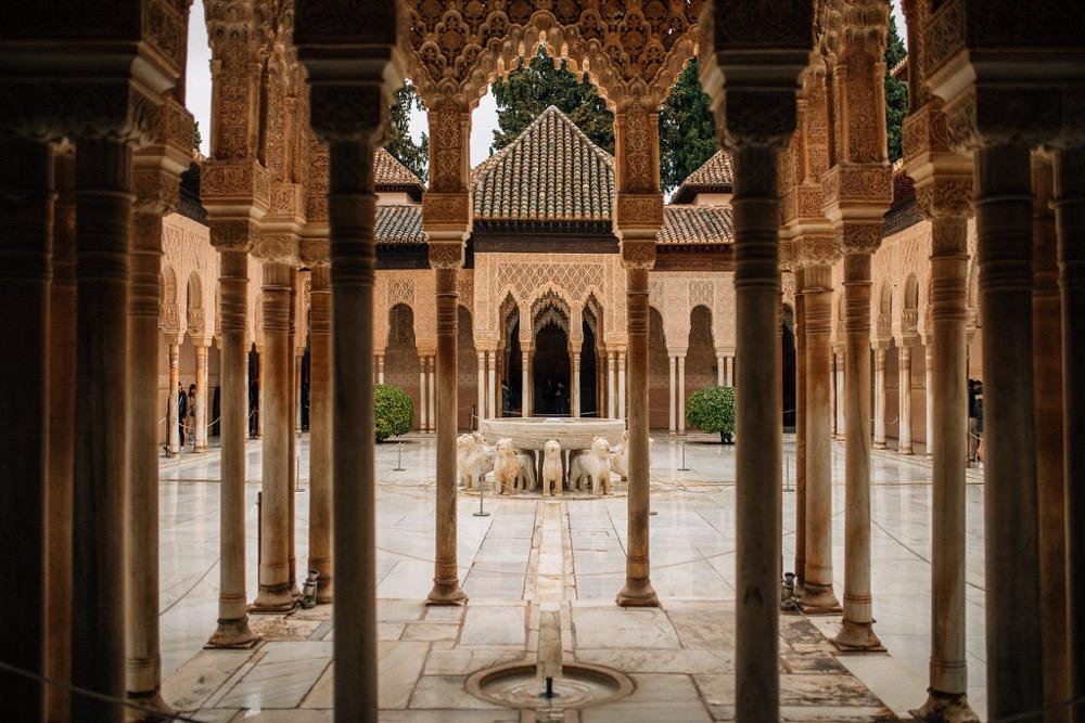 alhambra dziedziniec lwów