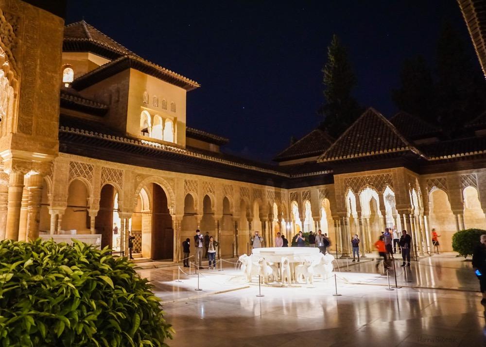 nocne zwiedzanie pałacu nasrydów