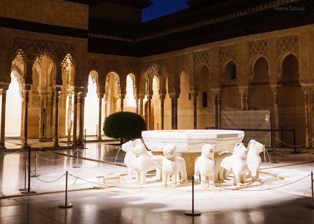 pałac nasrydów nocne zwiedzanie